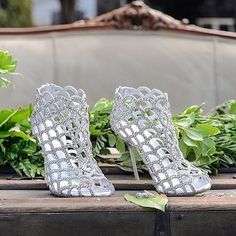 Walking pretty today for #TuesdayShoesday with these stunners.Pic: @yknotnowwedding