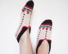 Women Slippers// knitted slippers/ green black by CrochetKnitArt