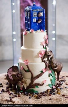 If I marry someone who likes Doctor Who as much as I do then we will HAVE this cake!
