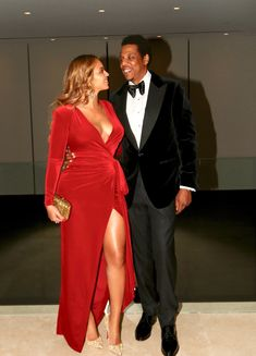 Beyoncé rang in her birthday like the true queen that she is. the singer shared a number of never-before-seen photos Beyonce Et Jay Z, Beyonce Style, Beyonce Knowles Carter, Jayz Beyonce, Beyonce Makeup, Destiny's Child, Celebrity Couples, Celebrity Style, Queen