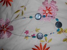 Un collier fait de perles de verre lustrer!