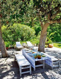 Refreshingly green outdoor spaces © Frédéric Ducout via Elle Decor España #outdoors