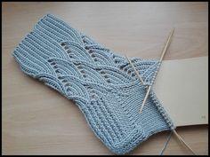 La doble Käppchenferse Doble Talones son simplemente Talones con Hebemaschen/Halbpatent, alargar mas la Vida de un Strum. Knitting Videos, Loom Knitting, Knitting Socks, Knitting Projects, Baby Knitting, Knitting Patterns, Crochet Patterns, Sewing Patterns, Loom Crochet
