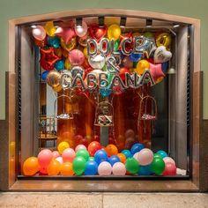 Window Display Retail, Retail Windows, Store Windows, Store Displays, Boutique Displays, Window Signage, Birthday Display, Shop Facade, Balloon Shop