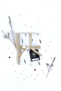 DIY Christmas gift wrapping paper Black, white and kraft gift wrapping - 53 Countesses blog