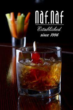 The Godfather Iti prezint un cocktail simplu dar cu un nume mare GODFATHER. O combinatie de scotch whisky cu amaretto si gheata fac acest cocktail sa fie superior. Trebuie sa il incerci neapararat pentru gustul placut si arama sa puternica.