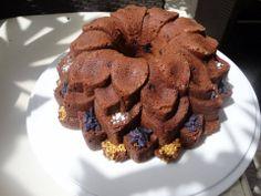 Cake myrtilles et pâte d'amande, parfumé aux éclats de sucre à la violette.