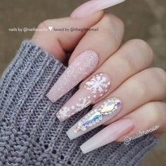 So gorgeous French Fade, Sugar Effect, Snowflakes and Crystals on long Coffin Nails for Christmas Celebration! Bling Acrylic Nails, Square Acrylic Nails, Silver Nails, Best Acrylic Nails, Gel Nails, Chistmas Nails, Cute Christmas Nails, Xmas Nails, Christmas Nail Designs