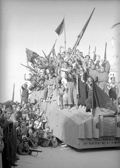 Anarquistas en el cuartel del Bruc, (antes cuartel Bakunin) Barcelona
