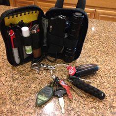 Nice #EDC pocket dump featuring a Maxpedition organizer with one of our 3x5 #notebooks tucked into it. http://www.riteintherain.com/inventoryD.asp?item_no=135&CatId={0CC758EB-2909-48AA-9E05-90A7F37AD4B0}