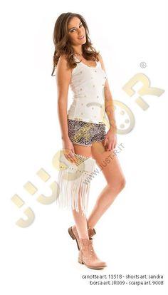 CANOTTA ART. 13518 - http://www.just-r.it/shop/it/maglieria/520-canotta-art-13518.html  SHORT ART. SANDRA - http://www.just-r.it/shop/it/pantaloni/428-short-art-sandra.html  BORSA ART. JR009 - http://www.just-r.it/shop/it/borse/501-borsa-art-jr009.html  SCARPA ART. 9008 - http://www.just-r.it/shop/it/scarpe/328-scarpa-art-9008.html