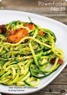 Zucchinispaghetti mit Tomaten & Sesam – Billas Welt