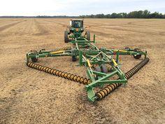 John Deere Equipment, Old Farm Equipment, Jd Tractors, John Deere Tractors, Tractor Machine, Modern Agriculture, New Tractor, Farm Business, Vintage Tractors