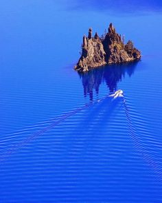 Crater Lake is a caldera lake in the western United States, located in south-central Oregon. It is the main feature of Crater Lake N. Crater Lake National Park, National Parks, Places To Travel, Places To See, Lac Tahoe, Crater Lake Oregon, To Infinity And Beyond, Boat Tours, Of Wallpaper