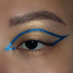 Edgy Makeup, Makeup Eye Looks, Eye Makeup Art, Blue Makeup, Skin Makeup, Blue Eyeliner Looks, Graphic Makeup, Graphic Eyeliner, Graphic Eyes