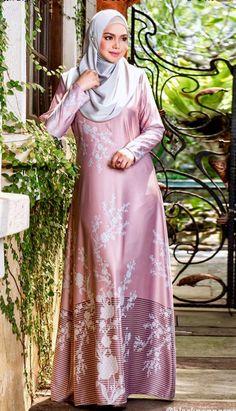 Beautiful Girl Body, Beautiful Hijab, Hijab Fashion, Girl Fashion, Fashion Outfits, Siti Nurhaliza, Arabian Beauty Women, Black Abaya, Girl Hijab