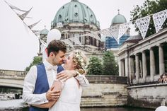 Standesamtliche Hochzeit im Ermeler Haus mit Saxophonmusik. Die Feier des Brautpaares fand auf einem gemütlichen Holzboot und grandioser Hochzeitstorte von süßeflora statt.  #berlinweddings #hochzeit #brautkleid #lebendigehochzeitsfotos #hochzeitsfotografberlin #hochzeitsfotografie #berlin #sommerhochzeit #hochzeitsinspiration #hochzeitsfotos #lebendigehochzeitsfotos #hochzeitsreportage #brautstyling #jawort #hochzeitsboot #hochzeitsfeieraufderspree #ermelerhaus #hochzeitstorte #süsseflora Couple Photos, Couples, Civil Wedding, Newlyweds, Wedding Cakes, Wedding Photography, Celebration, Bridle Dress, House