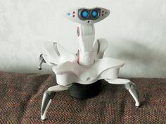Robot type araignée, à piles, 2007, il avance et bouge la tête