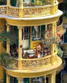 Raindrops and Roses - All About Balcony Beautiful Architecture, Beautiful Buildings, Interior Architecture, Beautiful Homes, Beautiful Places, Exterior Design, Interior And Exterior, Future House, My House