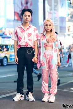 Shin-Ping (left) & Zhao Zi (right) – both 20 years old & students [& judging fro… – Fashion – couple Japan Street Fashion, Tokyo Street Style, Korean Street Fashion, Tokyo Fashion, Harajuku Fashion, Harajuku Girls, Tokyo Style, Harajuku Japan, Japan Style