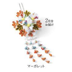 絢爛(けんらん)なお花の共演 藤下がりが優美なちりめんつまみ細工の花カレンダーの会(定期予約コレクション) フェリシモ