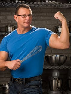 Food Network star Robert Irvine, host of Restaurant: Impossible, has wed professional wrestler Gail Kim, of Total Nonstop Action. Food Network Star, Food Network Recipes, Worst Cooks In America, Robert Irvine, Tv Chefs, Food Wishes, Iron Chef, New Cooking, Kitchens