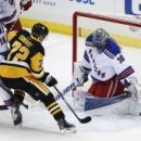 Rangers' Lundqvist leaves after taking stick to face (Yahoo Sports)