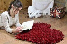 Los corazones siempre gustan, por eso vamos a elaborar esta preciosa alfombra en forma de corazón con trapillo.