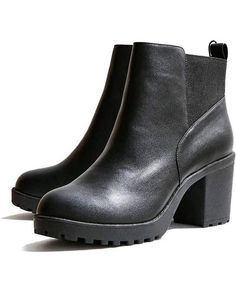 Kim Heeled Chelsea Boot | Traveling in heels doesn't have to be painful.