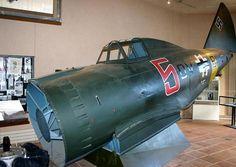 Relitto di un Reggiane RE.2002 della Luftwaffe abbattuto in Francia  dai partigiani in seguito recuperato e restaurato