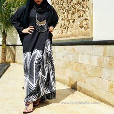 Assalamualaikum, ladies yang semoga di rahmati Allah SWT, memakai hijab merupakan bagian dari kewajiban kita sebagai muslimah. Banyak alasan menunda untuk berhijab, antara lain misal , ditunggu hingga akhlaknya pantas untuk mengenakan hijab, tunggu mendapat hidayah, takut rambut rontok, takut terlihat tua, dll. ketahuilah bahwa semua alasan itu tidak dibenarkan.  Hijab adalah wajib. Namun banyak masalah yang terjadi setelah memutuskan untuk berhijab. Salah satunya mungkin karena risau dengan…