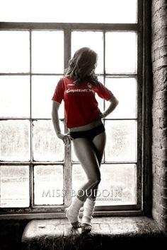 I love this {tshirt of favorite sports team} what husband wouldn't <3 that..  @Trichelle De La Cueva