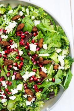 Sommersalat med broccoli, feta og granatæble - Stinna