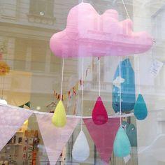 Regenwolken Mobile 🌧🛍💝#die_buntique #diebuntique #buntique #store #shopwindow #rain #regen #wolke #mobile #baby #handamde #design #colorful #madeinvienna #vonhandmitherz #shoplocal #kirchengasse26 #vienna