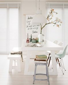 Chic white dining room with picnic style table Scandi Living, Home And Living, Modern Living, Dining Room Inspiration, Interior Inspiration, Interior Styling, Interior Design, Design Interiors, Sweet Home
