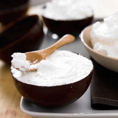 Découvrez la recette Mousse de noix de coco sur cuisineactuelle.fr.