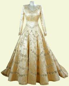 Elisabethan Wedding Dresses