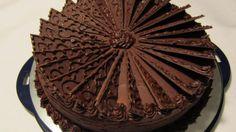 Oppskriften finner du her. Devils Food, Types Of Cakes, No Bake Desserts, No Bake Cake, Chocolate Cake, Cravings, Food And Drink, Sweets, Baking