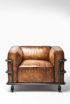 Recycled Wood Furniture, Diy Furniture, Furniture Design, Kare Design, Aviation Furniture, Modern Sofa Designs, Beauty Salon Interior, Round Ottoman, Leather Sofa