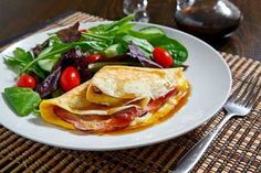 Espanpin - Ham, Egg and Gruyere Crepes with Maple Syrup Recipe Second Breakfast, What's For Breakfast, Best Breakfast Recipes, Breakfast Smoothies, Crepe Recipes, Egg Recipes, Gourmet Recipes, Crepes Rellenos, Maple Syrup Recipes