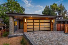 Eichler Home Exterior Twilight House Ideas Garage Garage Doors For Sale, Modern Garage Doors, Garage Door Styles, Garage Door Design, Rv Garage, Garage Shop, Twilight House, Fukuoka, Zen House