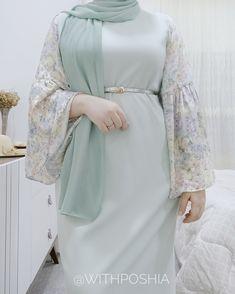 Abaya Fashion, Muslim Fashion, Modern Hijab Fashion, Cute Fashion, Fashion Dresses, Kaftan Designs, Mode Turban, Mode Abaya, Iranian Women Fashion