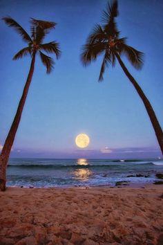 Moon Raising in Makalawena Beach, Kailua Kona, Hawaii. http://traveloxford.blogspot.com/2014/02/moon-raising-in-makalawena-beach-kailua.html