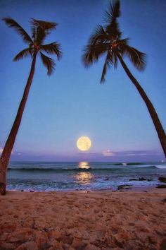 Moon Raising in Makalawena Beach, Kailua Kona, Hawaii. http://traveloxford.blogspot.com/2014/02/moon-raising-in-makalawena-beach-kailua.html