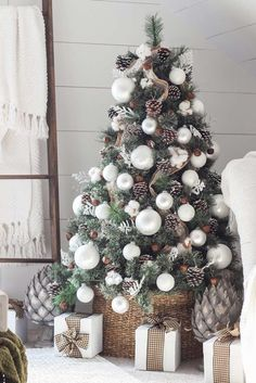 Check out how you can decorate your Christmas tree this year and have some fun!