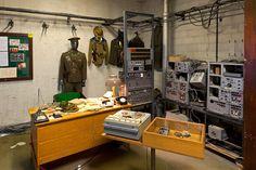 Sokos Hotel Virun 23. kerroksessa on KGB-museo, jossa voi saada aavistuksen siitä, millaista oli Tallinnassa neuvostovallan alla. Tiedustelupalvelu KGB toimi hotellissa, joka rakennettiin Neuvostoliitossa vierailevia ulkomaalaisia varten. Opastetulla kierroksella pääset tutustumaan, miten vakoojat tekivät työtään. Kierros on maksullinen ja sille tulee ilmoittautua ennakkoon. #viru #tallinn #eckeroline Museum