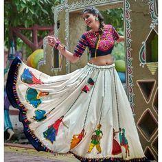 New Chaniya Choli & Blouse Designs for Navratri 2019 - kesk Garba Dress, Navratri Dress, Choli Dress, Lehenga Blouse, Chaniya Choli For Navratri, Silk Lehenga, Choli Designs, Lehenga Designs, Blouse Designs