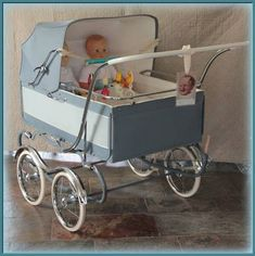 Vintage Pram, Baby Buggy, Dolls Prams, Kids And Parenting, Make It Simple, Baby Strollers, Retro, Children, Creepy