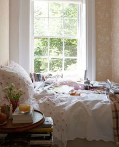 would love to wake up in this bed... french press and all