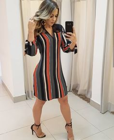 A imagem pode conter: 1 pessoa Classy Casual, Classy Dress, Stylish Outfits, Cute Outfits, Casual Dresses, Fashion Dresses, Denim And Lace, Online Dress Shopping, Striped Dress